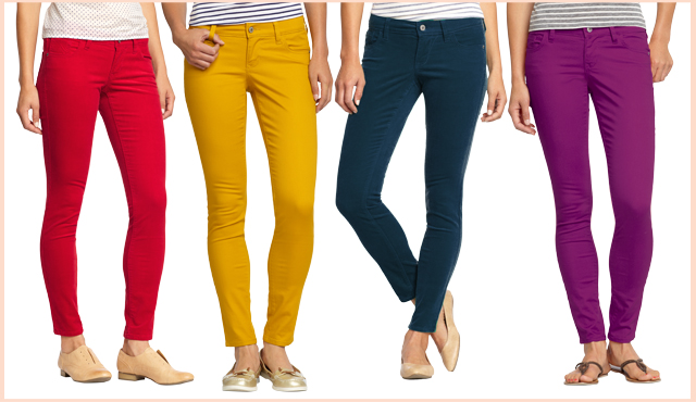 Update your mom uniform with colored skinny jeans