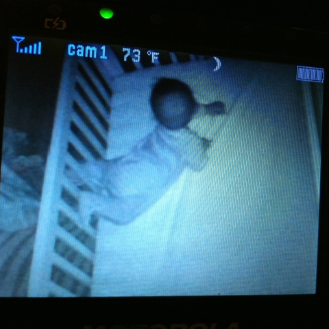 baby-leg-stuck-in-crib