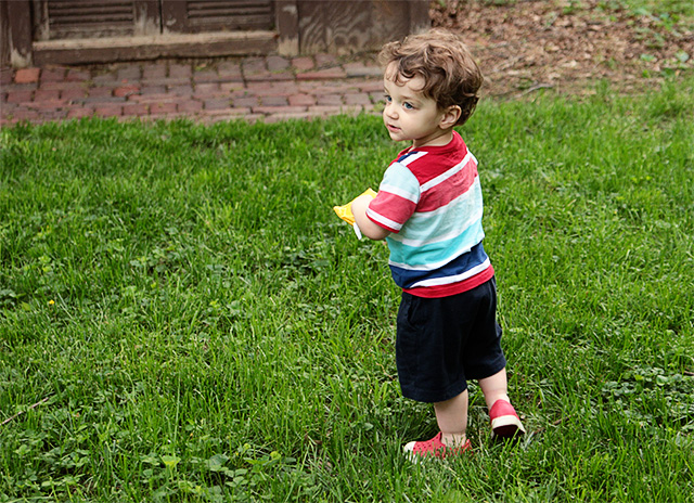 toddler in backyard on www.bunnyanddolly.com