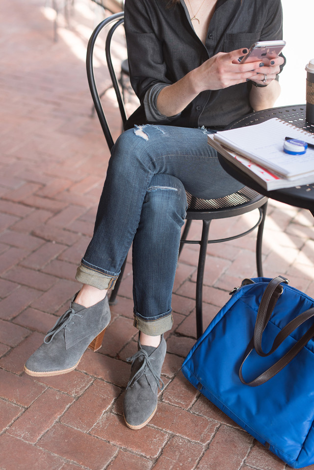 My everyday style: Wearing jeans and booties in a coffee shop with a Lo & Sons OG bag