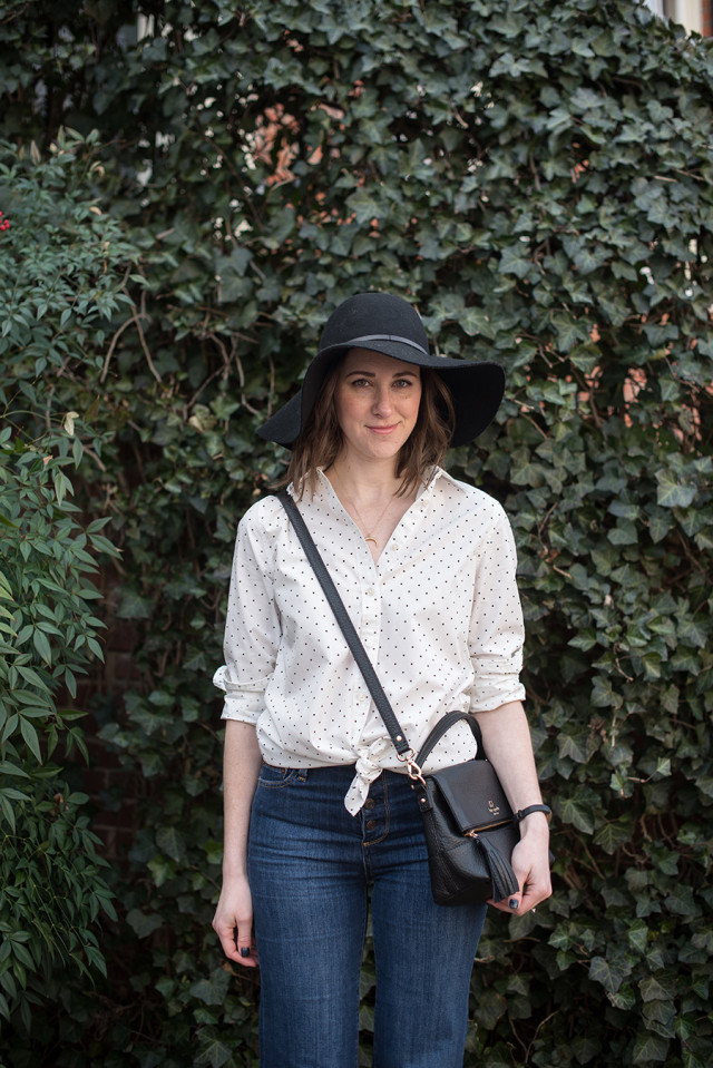 That 70s style: polka dot shirt and a floppy black felt hat