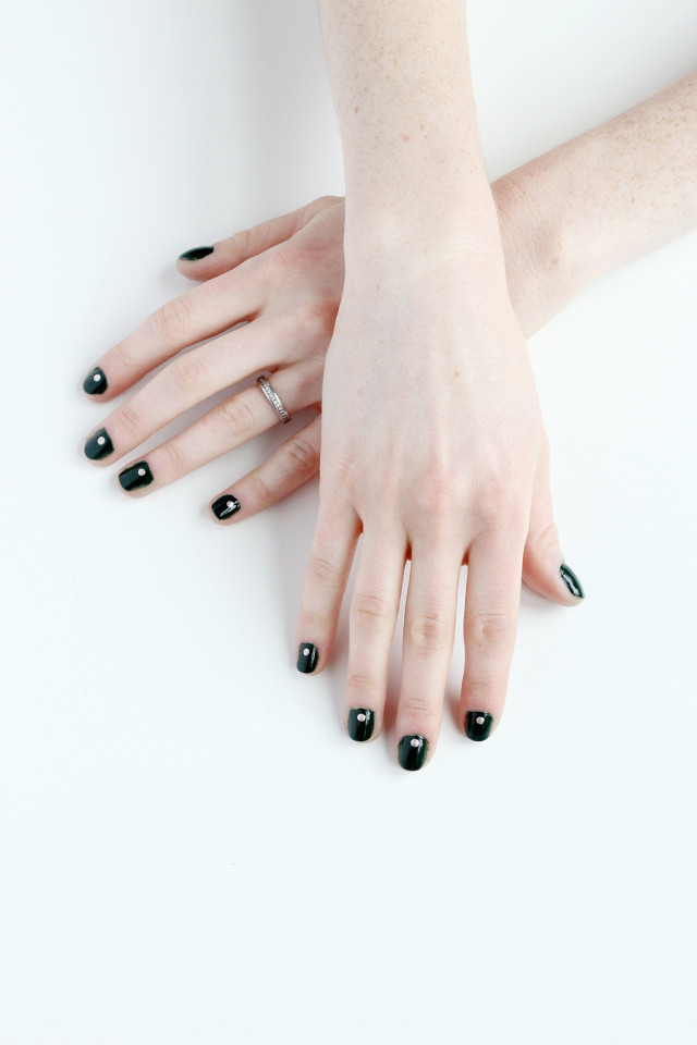 Try this easy last-minute DIY holiday manicure for Christmas from A Girl Named PJ