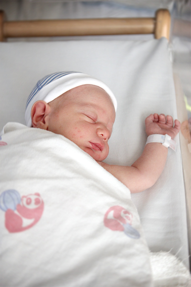 hospital newborn photos | A Girl Named PJ
