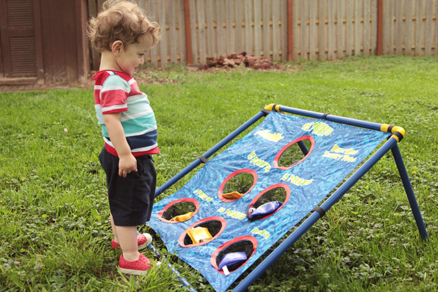 bean bag toss | backyard lawn games on bunnyanddolly.com