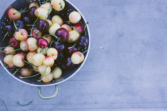 how to pit cherries with a paper clip