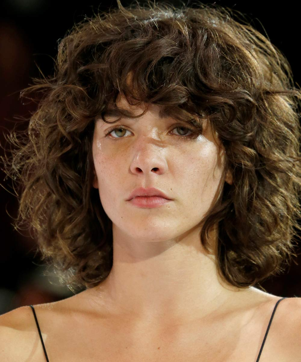 These Cool Girls Make Curly Bangs Look Effortlessly Wearable