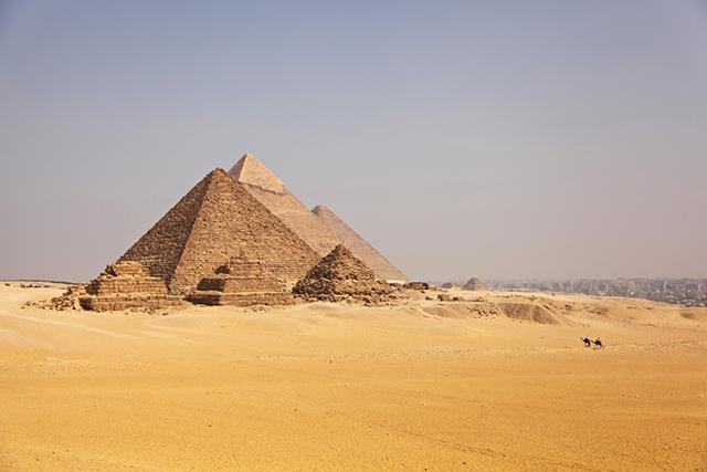 Pyramids of Giza from Entouriste via bunnyanddolly.com