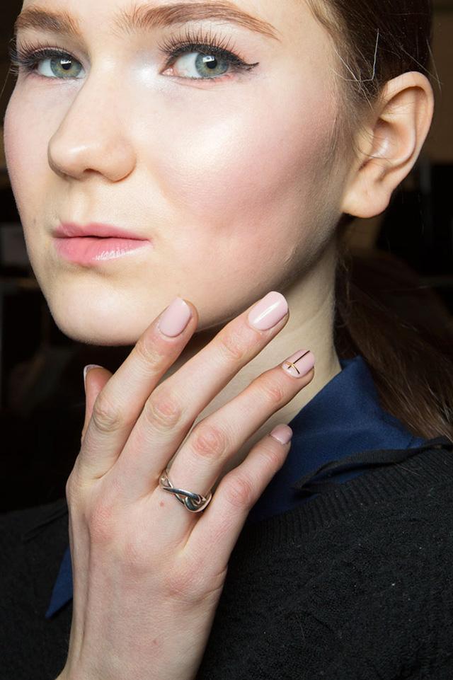 10 minimalist nail art ideas for fall - A Girl Named PJ