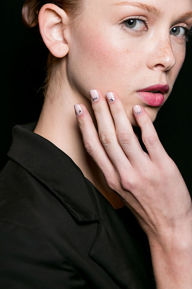 Naeem Khan fall nail art ideas