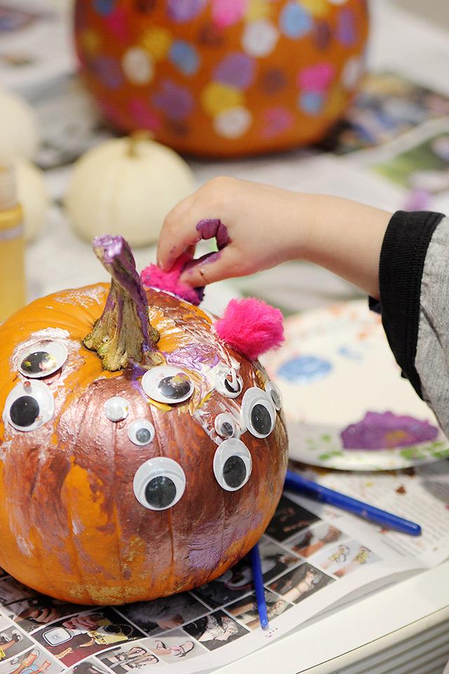 halloween dot pumpkins