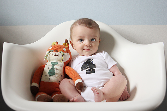 monthly baby photo - four months old