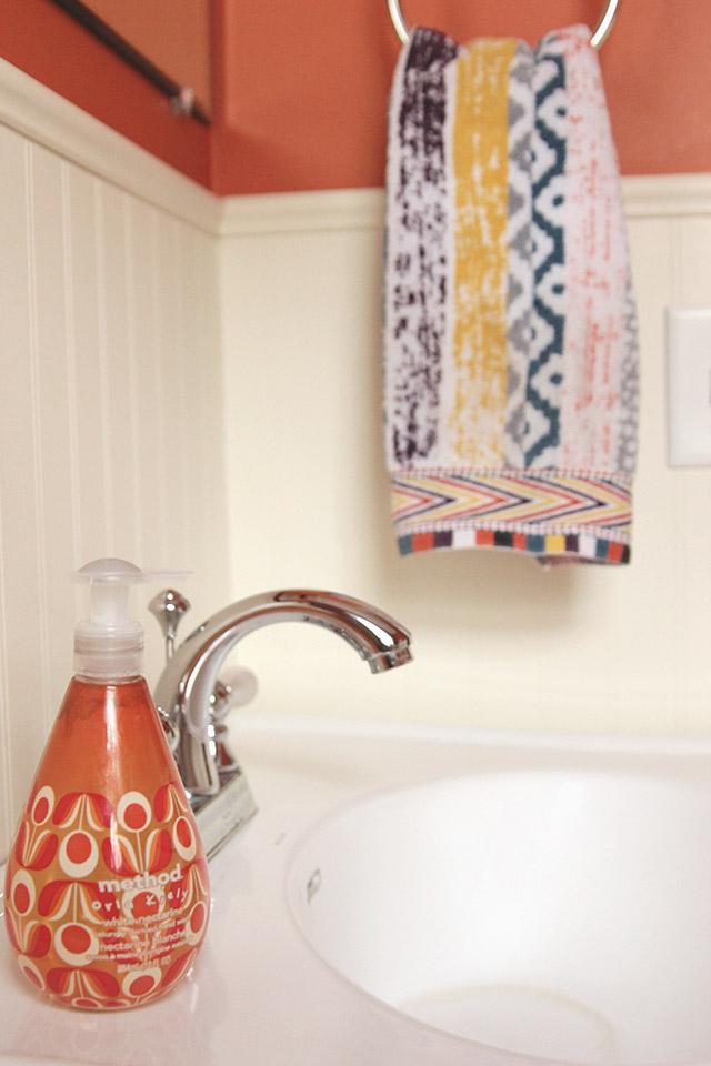 orange-bathroom-2