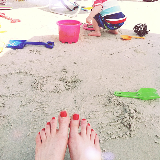 toes on the beach | bunnyanddolly.com