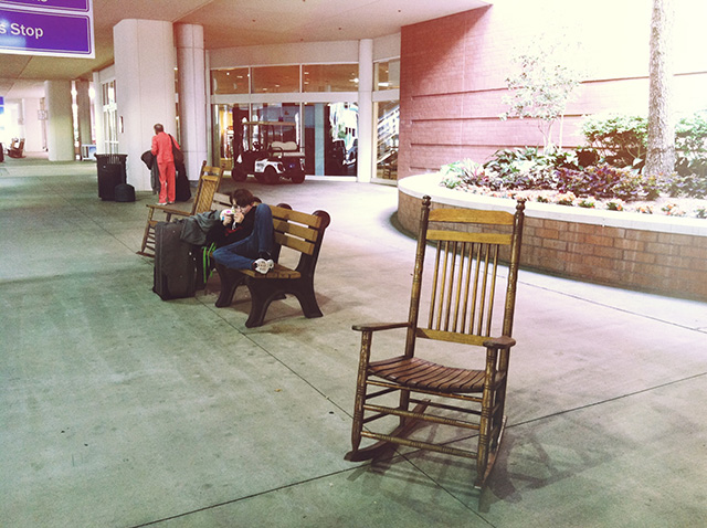 Savannah Hilton Head airport has a ROCKING CHAIR | bunnyanddolly.com