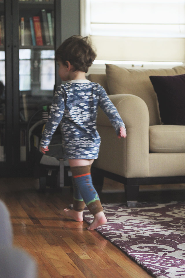toddler wearing babylegs leg warmers