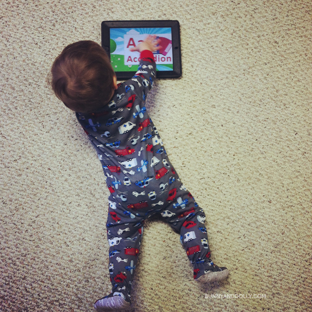 toddler-playing-ipad-bunnyanddolly